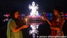 (181107) -- DHAKA, Nov. 7, 2018 () -- Hindu devotees light up oil lamp and candle to celebrate Diwali, the Hindu Festival of Lights, in Dhaka, Bangladesh, on Nov. 6, 2018. () (yy) |