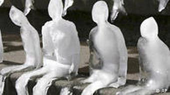 Melting figures made of ice