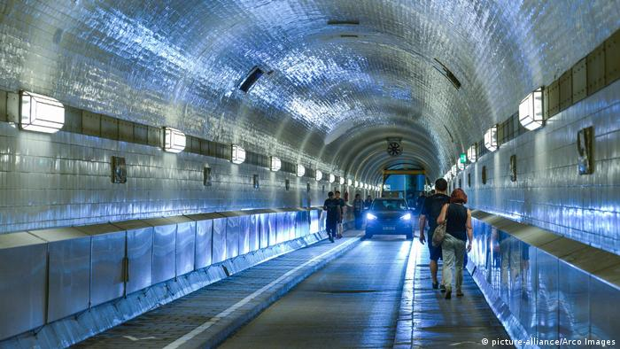 Hamburg Elbtunnel (picture-alliance/Arco Images)