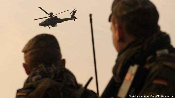 Bundeswehr training in Afghanistan (picture-alliance/dpa/M. Gambarini)