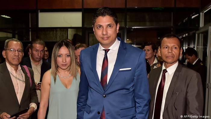 Fernando Balda (centro), opositor a Rafael Correa, fue secuestrado en Colombia en 2012.
