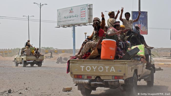 Regierungskämpfer am Mittwoch beim Vorrücken auf Hodeida(Getty Images/AFP/K. Ziad)