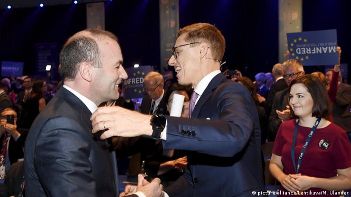 Już byli konkurenci: Manfred Weber (z l.) i Alexander Stubb