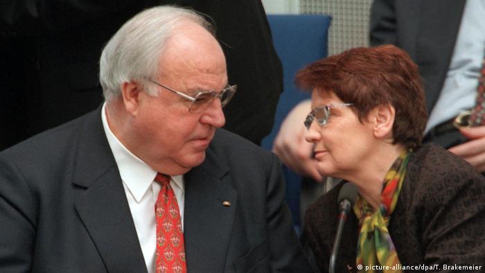 Politikerinnen haben Deutschland geprägt Rita Süßmuth (picture-alliance/dpa/T. Brakemeier)