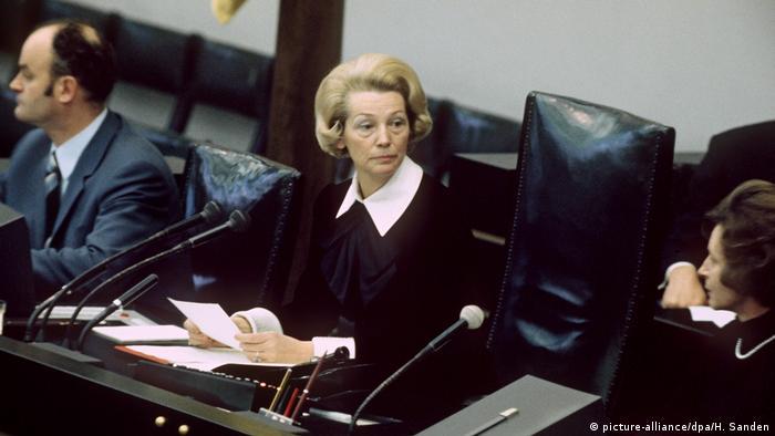 Politikerinnen haben Deutschland geprägt Annemarie Renger (picture-alliance/dpa/H. Sanden)