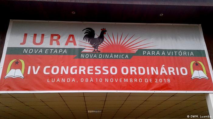 Dístico do IV Congresso da juventude da UNITA, maior partido da oposição em Angola