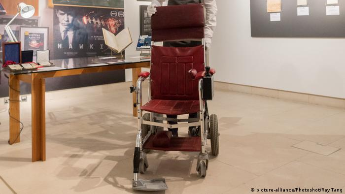 UK Stephen Hawking - Auktion bei Christie's (picture-alliance/Photoshot/Ray Tang)