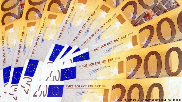 Банкноты в 200 евро