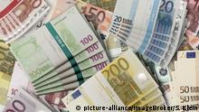 Euro notes (picture-alliance/imageBroker/S. Klein)