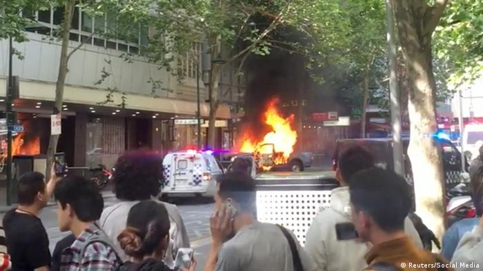 Melbourne Australien brennendes Auto Messerangriff (Reuters/Social Media)
