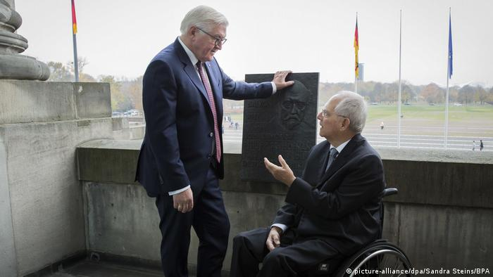 Deutschland Berlin Scheidemannbalkon | Steinmeier & Schäuble (picture-alliance/dpa/Sandra Steins/BPA)