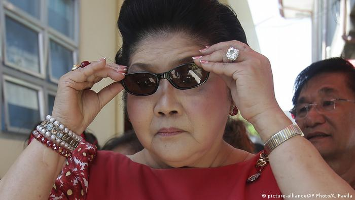 Philippinen Imelda Marcos (picture-alliance/AP Photo/A. Favila)