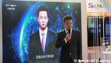 China Nachrichtensprecher Qiu Hao neben virtuellem Nachrichtensprecher