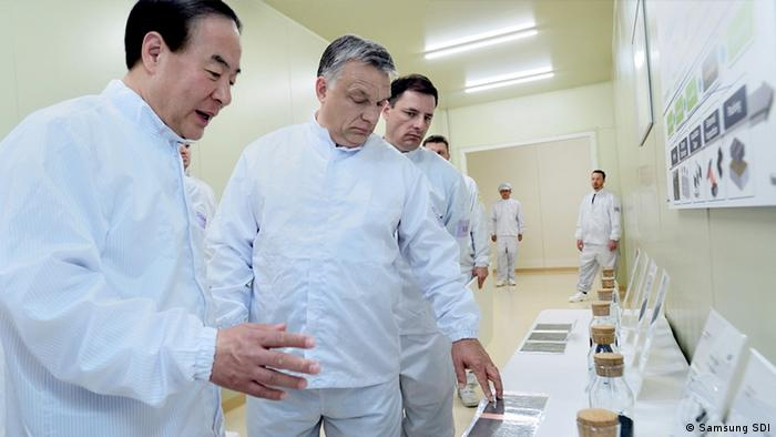 Picture of Samsung SDI President Young-hyun and Hungarian PM Viktor Orban