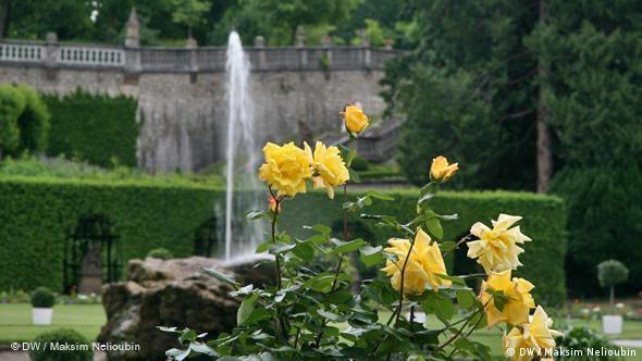 Фонтан в розарии Восточного сада