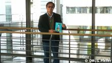 9.11.2018, Bonn, El escritor peruano Luis Fernando Cueto con su primer libros de cuentos El Hereje