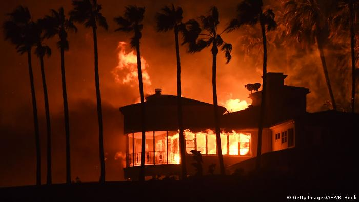 A house burns during the Woolsey Fre on November 9, 2018, in Malibu, California (Getty Images/AFP/R. Beck)