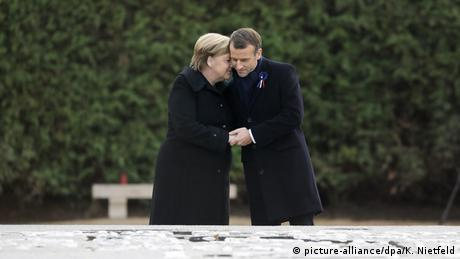 Merkel und Macron Gedenkstätte Compiegne Erster Weltkrieg   Waffenstillstand 1918