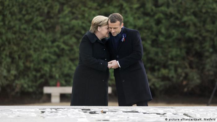 Merkel und Macron Gedenkstätte Compiegne Erster Weltkrieg | Waffenstillstand 1918