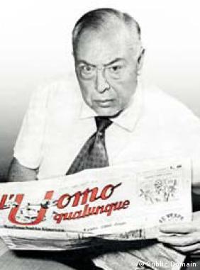 Foto do editor Guglielmo Giannini lendo sua publicação L'uomo qualunque