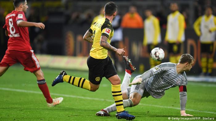 Fußball Bundesliga 10. Spieltag   Borussia Dortmund v Bayern München   Tor zum 3:2
