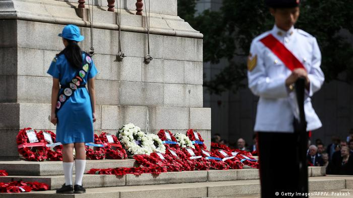A girl stands in front of Hong Kong's Cenotaph (Getty Images/AFP/V. Prakash)