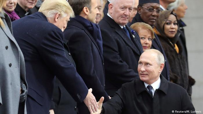 Дональд Трамп и Владимир Путин во время торжеств возле Триумфальной арки в Париже.