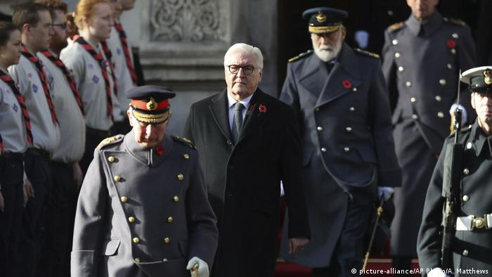 Frank-Walter Steinmeier walks during the remembrance service at the Cenotaph memorial in Whitehall, central London, on the 100th anniversary of the signing of the Armistice (picture-alliance/AP Photo/A. Matthews)