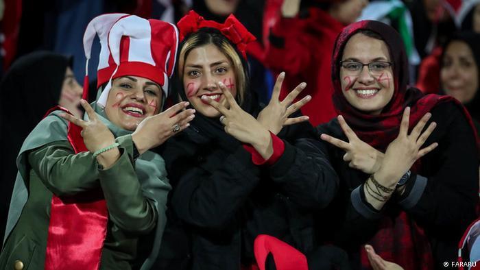 Iran Fußball Frauen im Stadion