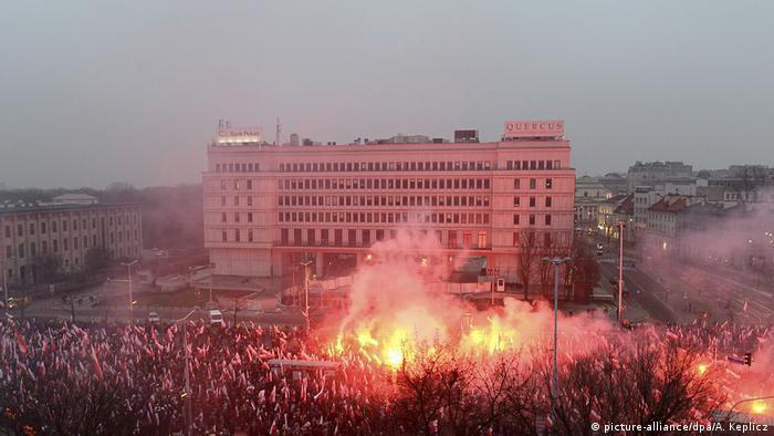 Polen Demo zum Unabhängigkeitstag (picture-alliance/dpa/A. Keplicz)