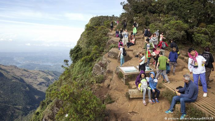 German dies after falling off World's End in Sri Lanka trying to take selfie