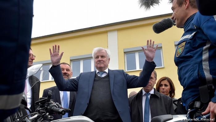 Seehofer Bestatigt Rucktritt Als Csu Chef Und Will Innenminister