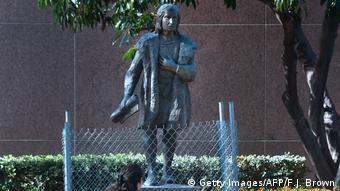 Το άγαλμα που απομακρύνθηκε προ ημερών από πάρκο του Λος Άντζελες