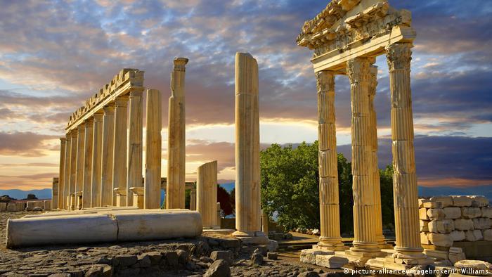 Türkei archäologische Stätte Pergamon (picture-alliance/imagebroker/P. Williams)