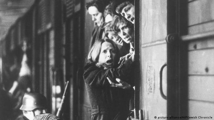Filmstill Cattle truck scene from The Hiding Place, 1975 (picture-alliance/HIP/Jewish Chronicle)