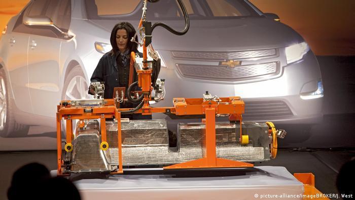 Batterie für Elektro-Auto - Lithium-Ionen-Batterie für Chevrolet Volt (picture-alliance/imageBROKER/J. West)