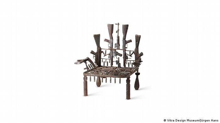 A chair made of weapons (Vitra Design Museum/Jürgen Hans)
