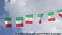 Kleine Italienflaggen aufgehangen