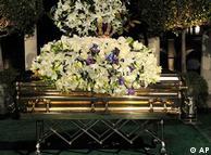 Michael Jackson 3 Eylül 2009'da sade bir törenle  Los Angeles'te toprağa verildi.