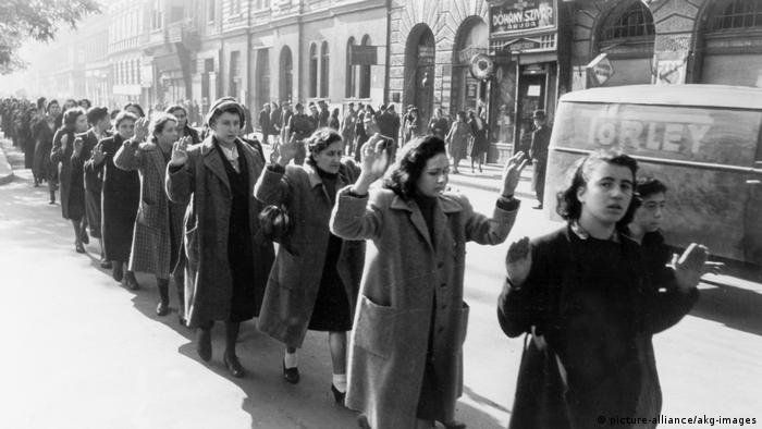 Deportation ungarischer Juden Sommer1944 (picture-alliance/akg-images)