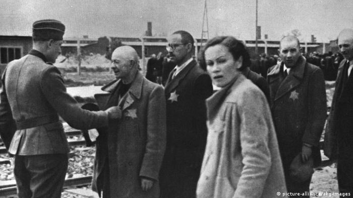 1944: Унгарски евреи при пристигането си в Аушвиц