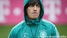 Bundestrainer Joachim Löw beim Training der deutschen Nationalmannschaft in Leipzig