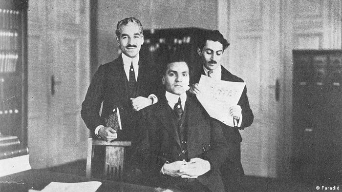 رضا تربیت، حسن تقیزاده و محمدعلی جمالزاده (از چپ) در دفتر نشریه کاوه در برلین