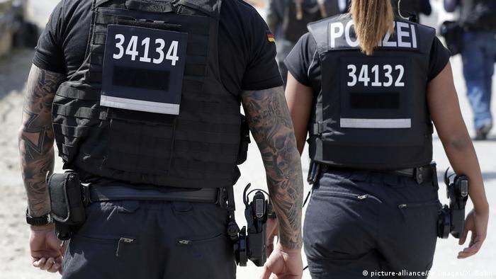 Policías con tatuajes en Alemania