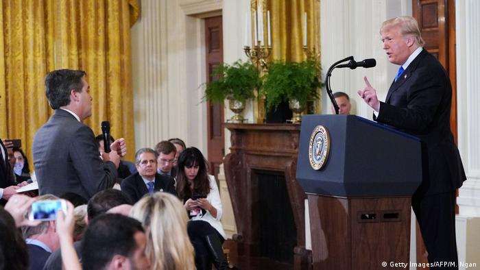 USA White House Pressekonferenz Eklat Jim Acosta CNN und Donald Trump (Getty Images/AFP/M. Ngan)