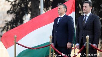 Το ίδιο διεφθαρμένοι, το ίδιο αυταρχικοί. Ο Ούγγρος πρωθυπουργός Όρμπαν (αριστερά) σε παλαιότερη επίσκεψή του στα Σκόπια