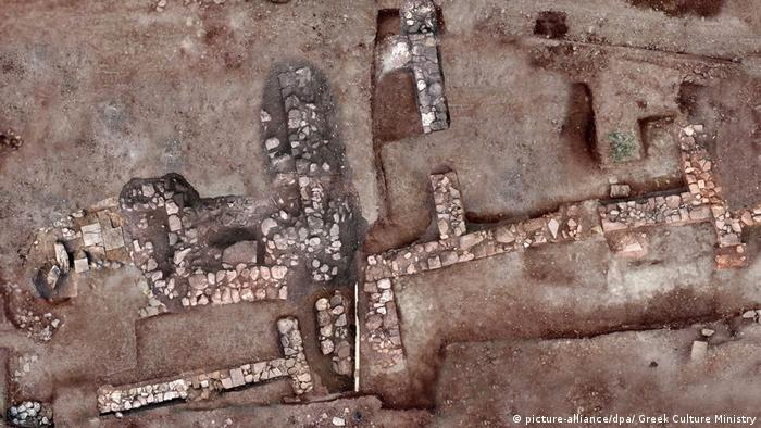 The remains of a housing settlement in the ancient city of Tenea in southern Greece (picture-alliance/dpa/ Greek Culture Ministry)