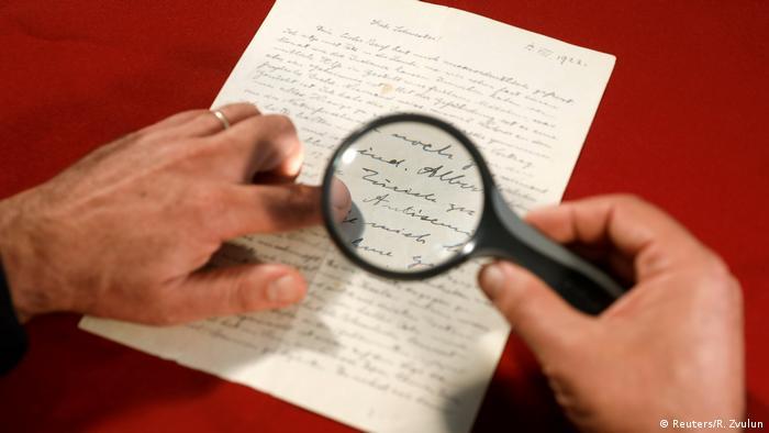 Brief von Albert Einstein in Jerusalem versteigert