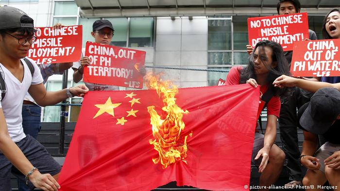 Filipino protesters set fire to a Chinese flag