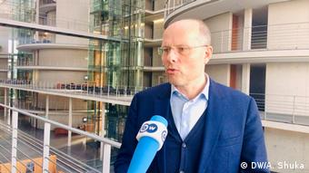 Deutschland Berlin | Peter Beyer, Berichterstatter Auswärtiger Ausschuss zu Serbien und Kosovo (DW/A. Shuka)